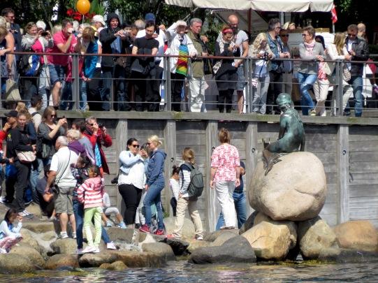 copenhagen-tourists