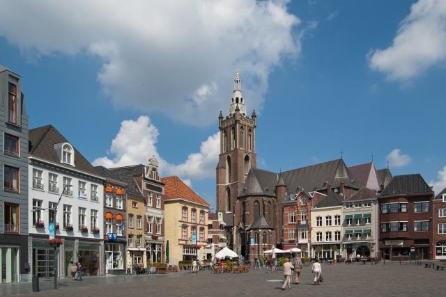 Christoffelkerk_und_Markt_Roermond