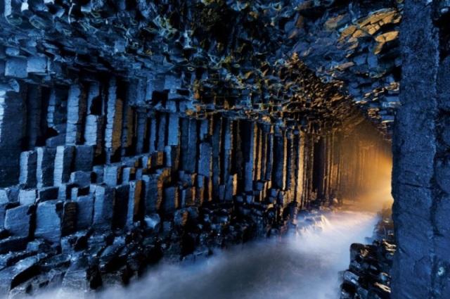 surreal-places-fingals-cave